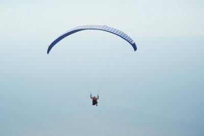 Fallschirmspringen ist wie kurzes Fliegen.