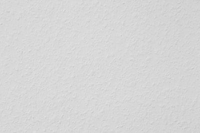 Farbige Akzente auf Ihre Raufaser-Tapete streichen.