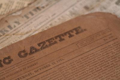 Aus altem Zeitungspapier können Sie einen Drachen basteln.
