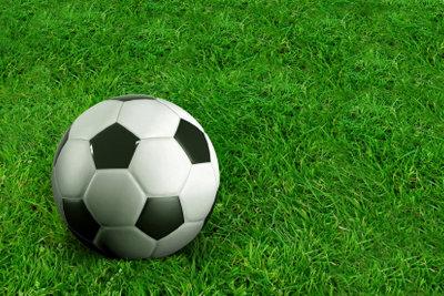 Als Mädchen auf einem Fußball-Internat bewerben