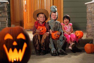 Zu einer richtigen Halloween-Party gehört auch eine stilechte Einladung.