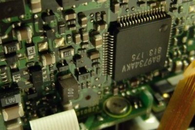 Elektronische Schaltungen verwenden Spannungsregler.