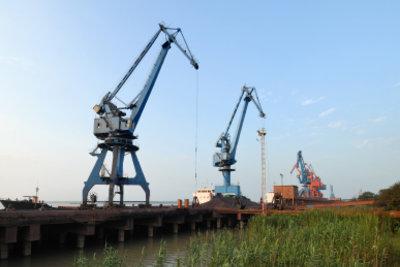 In Hamburg sollten Sie eine Hafenrundfahrt unternehmen.