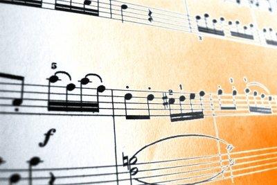 Als Komponist schreiben Sie Ihre eigene Musik.