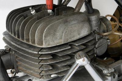 Vergaser von Mopedmotoren richtig reinigen.