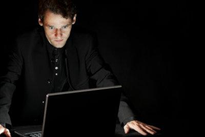 Verkleiden Sie sich doch mal als maskierter Hacker.