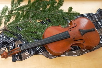 So wird eine Geige gespielt.