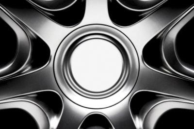 Felgen sind sehr beliebte Mittel, um ein Auto optisch aufzuwerten.