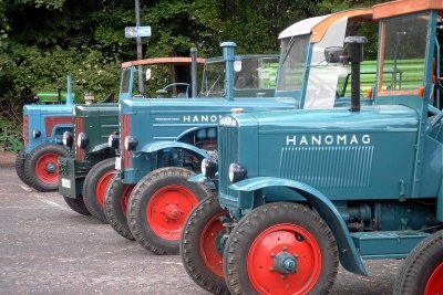 Frontlader am Hanomag Perfekt 400E montieren