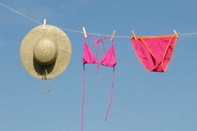 Bikinis gibt es in vielen verschiedenen Formen, Farben und Arten.