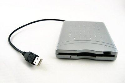 Externe Diskettenlaufwerke funktionieren auch ohne Treiber.
