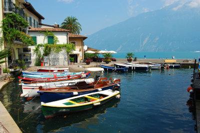 Der Gardasee ist ein beliebtes Reiseziel.