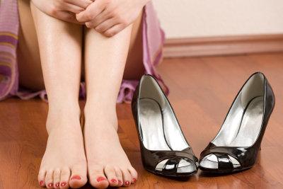 Fersenschmerz ist meist das erste Anzeichen eines Fersensporns.