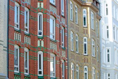 Fenster sollten Sie nur nach einer Kostenkalkulation austauschen lassen.