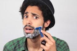 Jugendliche haben meist nur einen lichten Bartwuchs.