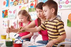 Im Kindergarten wird viel gemalt.