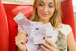 Als Gehaltsempfänger können Sie sich über ein jeden Monat gleich hohes Entgelt freuen.