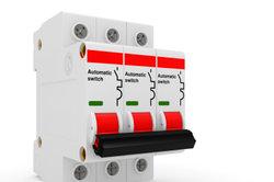 Sicherungsautomaten sichern Stromleitungen in Räumen ab.