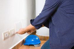 Elektrische Anschlüsse müssen abgesichert sein.