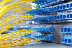 Mit einem Hub oder Switch können Sie Ihr Netzwerk weit verzweigen.