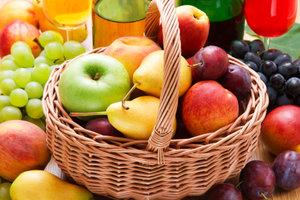 Obst und Gemüse runden eine Reisdiät ab.