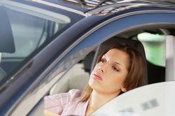 Bevor Sie übermüdet fahren, sollten Sie lieber eine Pause einlegen.