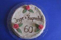 Torte mit Zuckerguss-Schrift