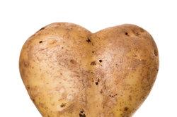 Aus Kartoffeln mit Schale kann man ein leckeres Gericht zaubern - Bratkartoffeln.
