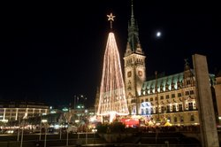 Ein Weihnachtsmarkt ist der perfekte Ort für ein Date.