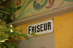 So finden Sie einen Friseur-Slogan.