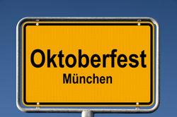 Ein Ortsschild zum Oktoberfest