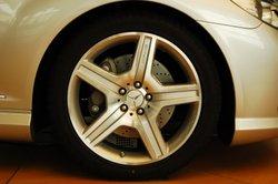 Das Herstellungsdatum von Reifen lässt sich an der DOT-Nummer ablesen.
