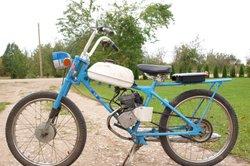 Leichtmofas sind Fahrräder mit Hilfsmotor.