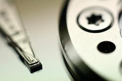 Eine interne Festplatte können Sie in ein USB-Gehäuse einbauen.