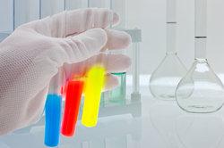 Experimente bereichern den Chemieunterricht.