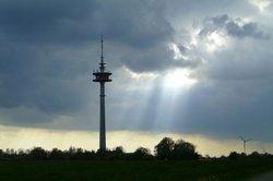 Ein Fernseh- und Rundfunkturm: Programmempfänger müssen GEZ-Gebühren zahlen.