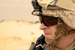 Auch der Helm ist eine wichtige Kopfbedeckung bei der Bundeswehr.