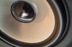 Externe Lautsprecherboxen verbessern die Klangqualität.