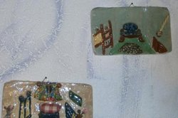 Keramische Bilder mit Unterglasurmalerei.