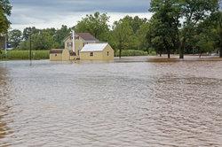 Eine Elementarschadenversicherung sichert Gebäude vor den Folgen einer Überschwemmung.