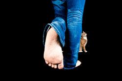 Schmerzen unter dem Fuß sind sehr unangenehm.