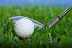 Golfspieler gehören einem Verein an.
