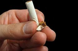 Zigaretten selber zu stopfen, ist gar nicht so schwer.