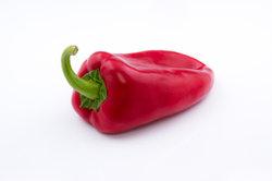 So einfach können Sie Paprika schälen.