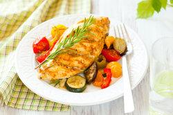 Hähnchengerichte mit Gemüse sind sehr gesund.