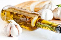 Aromatisiertes Öl passt prima zu Fleisch und Grillgut.