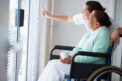 Krankenschwestern arbeiten in Schichtsystemen.