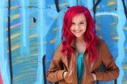Mit GIMP können Sie verschiedene Haarfarben gefahrlos testen.