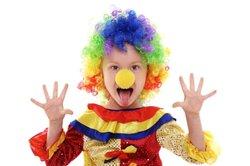 So verwandeln Sie ein Kind in einen Clown.