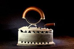 Schnurloses Bügeleisen: Es geht auch weniger antik.